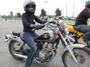 femme a moto